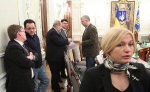 Ukrainian president's advisor: 'Strip Donbass people of their Ukrainian citizenship and pensions' - http://www.therussophile.org/ukrainian-presidents-advisor-strip-donbass-people-of-their-ukrainian-citizenship-and-pensions.html/