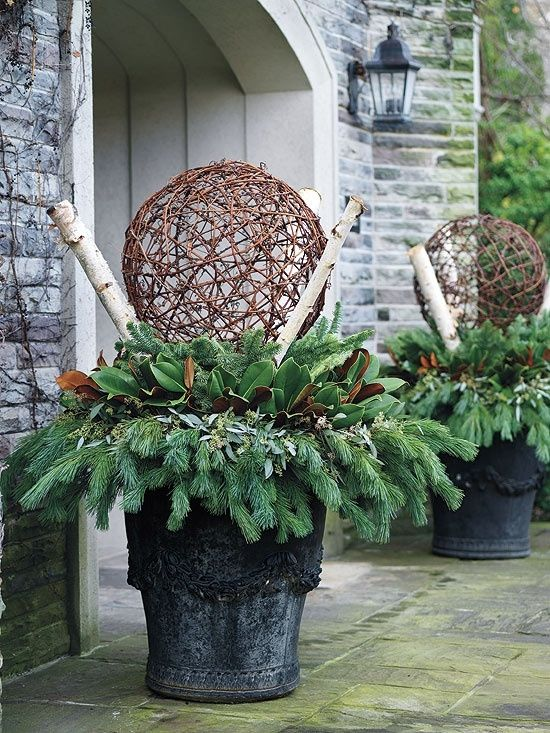 Christmas Flower Pots.Use Flower Pots For Christmas Decorations On Porch