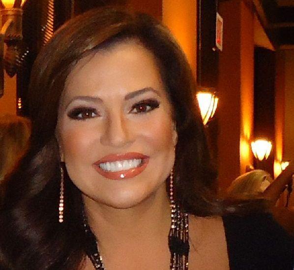 Perfect Make Up Cnn Reporter Robin Meade Make Up Pinterest