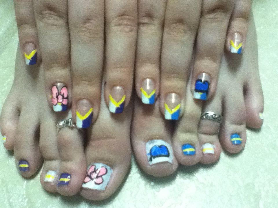 Donald And Daisy Duck Bling Nails Duck Nails Nail Designs
