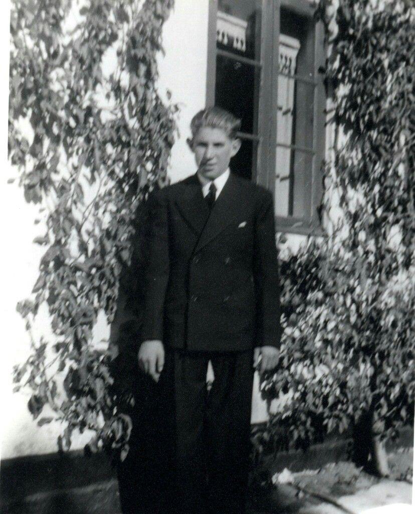 Min far Niels Martin Weichardt født 1923.11.14 Vestgrønningen 34 Dragør til hans konfirmation Vestgrønningen 10 Dragør i 1936 som foregik i Dragør Kirke.