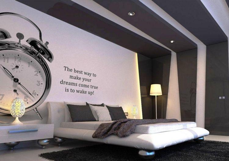 Moderne Gestaltung Des Schlafzimmer In Weiß Und Grau Mit Wandtattoo Wecker