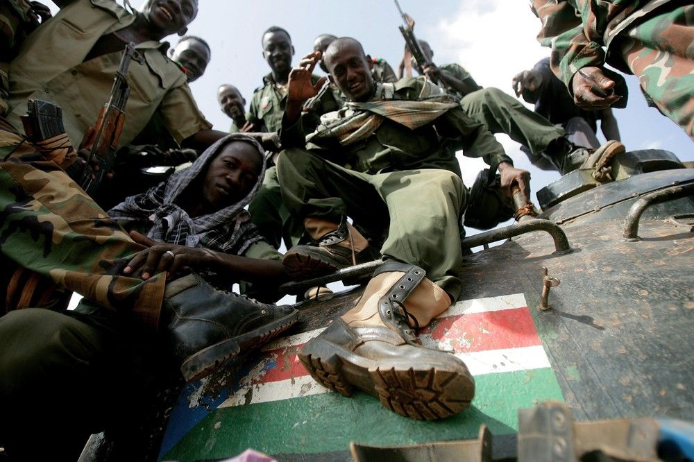 Sudanese soldiers step on the South Sudan