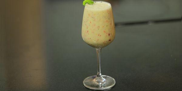 Cbc Sofra طريقة تحضير عصير عنب بالكيوي شريف الحطيبي Recipe Milkshake Champagne Flute Wine Glass