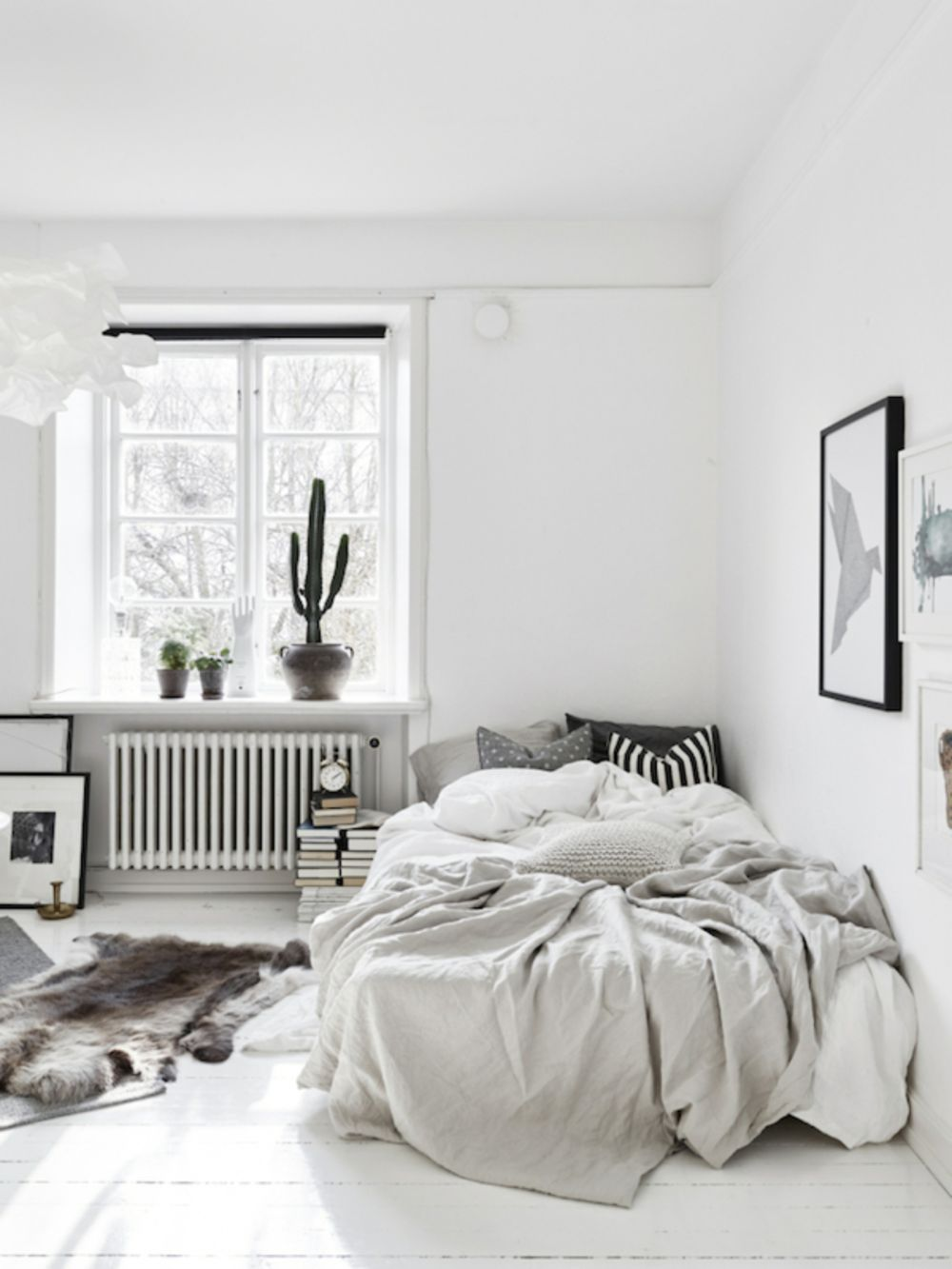 37 Minimalist Small Bedroom with Monochromatic Color