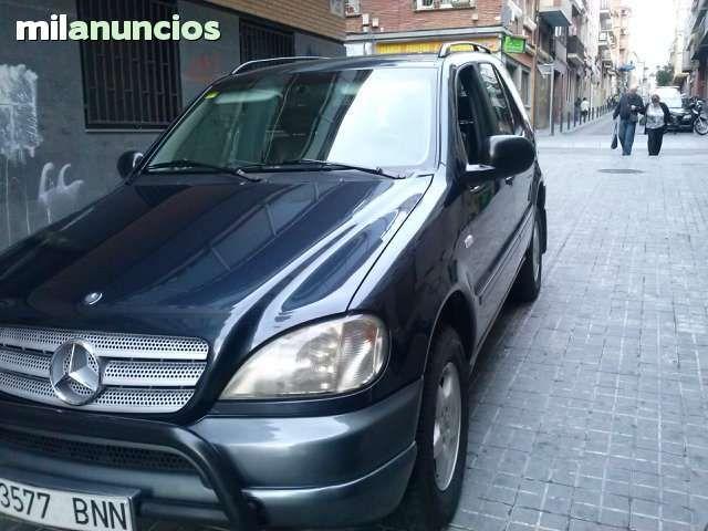 Mercedes ML 320 autom�tico, tracci�n a las 4ruedas con reductora. Es un gran coche de lujo muy elegante con la tapicer�a de cuero, climatizador, control de velocidad, control de tracci�n, llantas de aleaci�n, bola remolque, radio cd DVD con pantalla t�cti