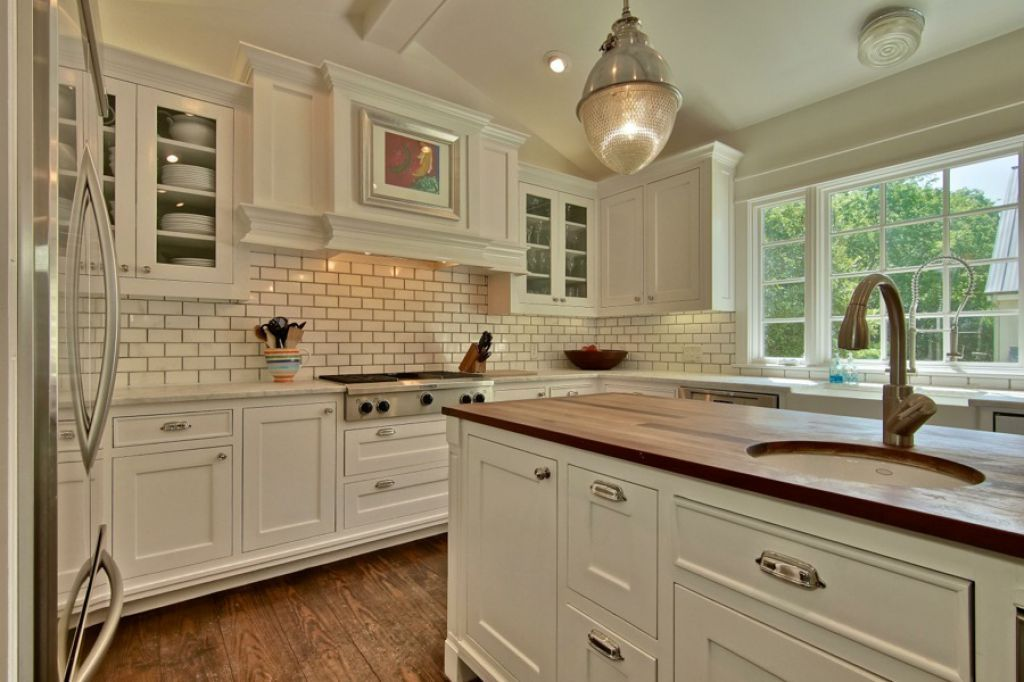 traditional kitchen style with white cabinets and subway tile rh pinterest com