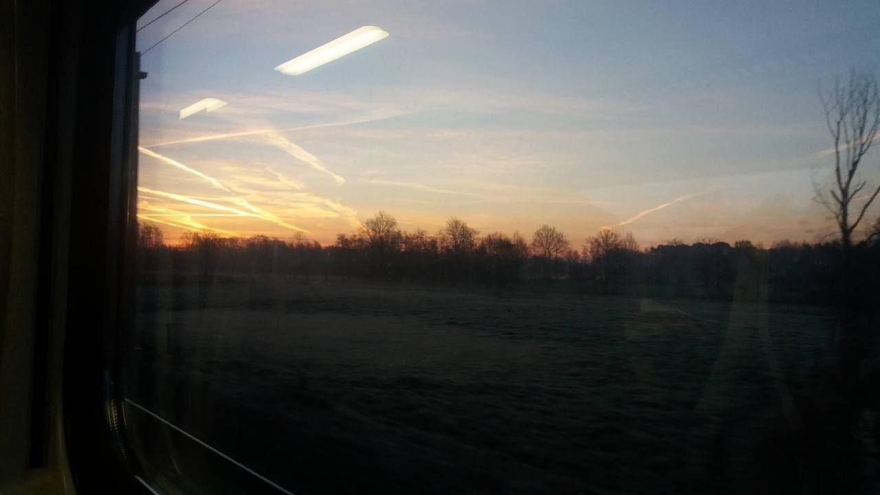 Een leuke foto van het zonnetje die aan de horizon komt piepen. Goedemorgen Yoors-wereld!