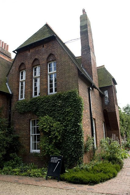 the red house red house red houses morris homes william morris rh pinterest com