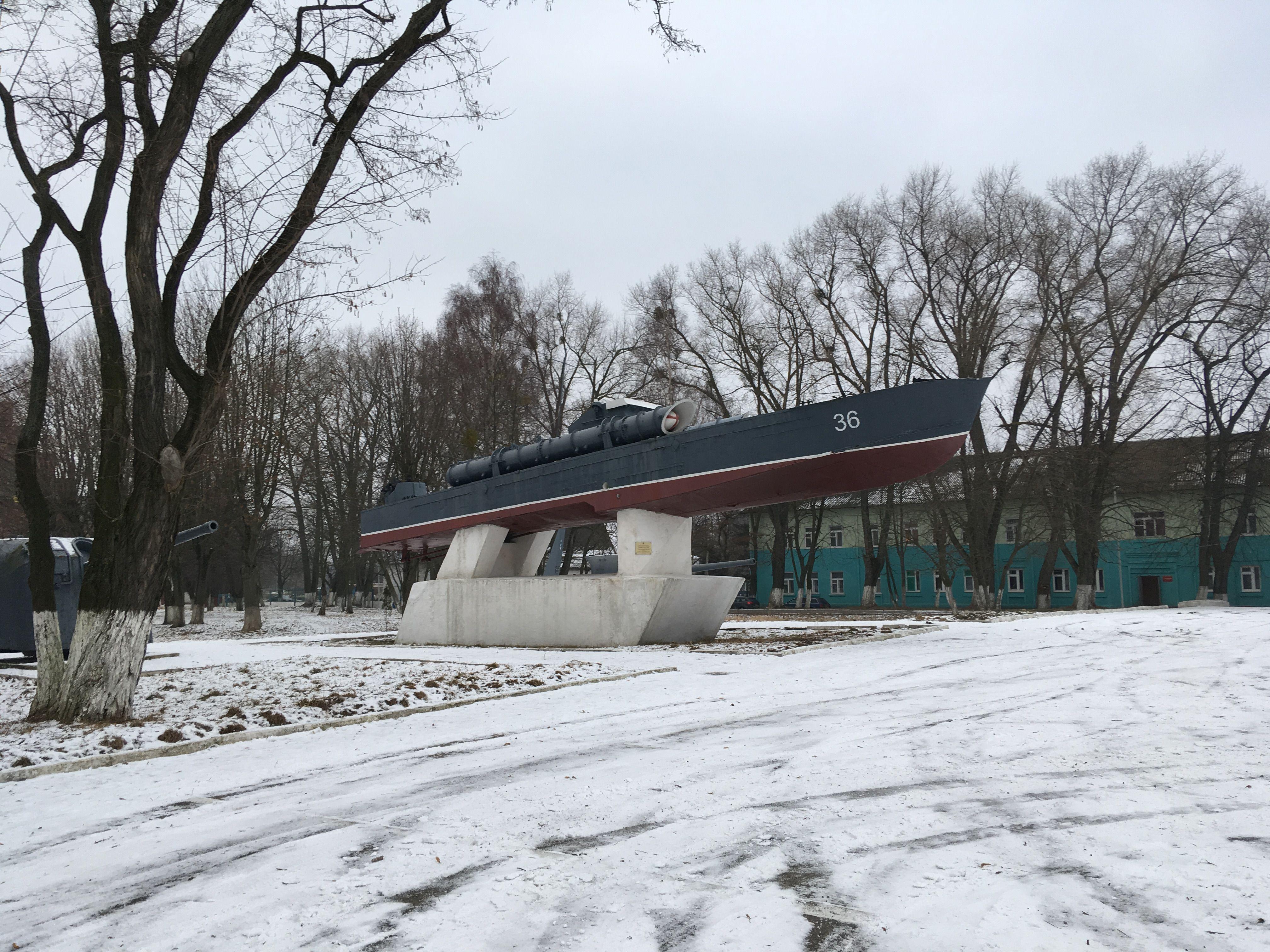 Катер на площади Балтийской славы. Фото: Vladimir Shveda