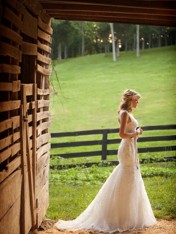 Tulle chantilly rustic wedding dresses inspiration for Wedding dresses for outdoor country wedding