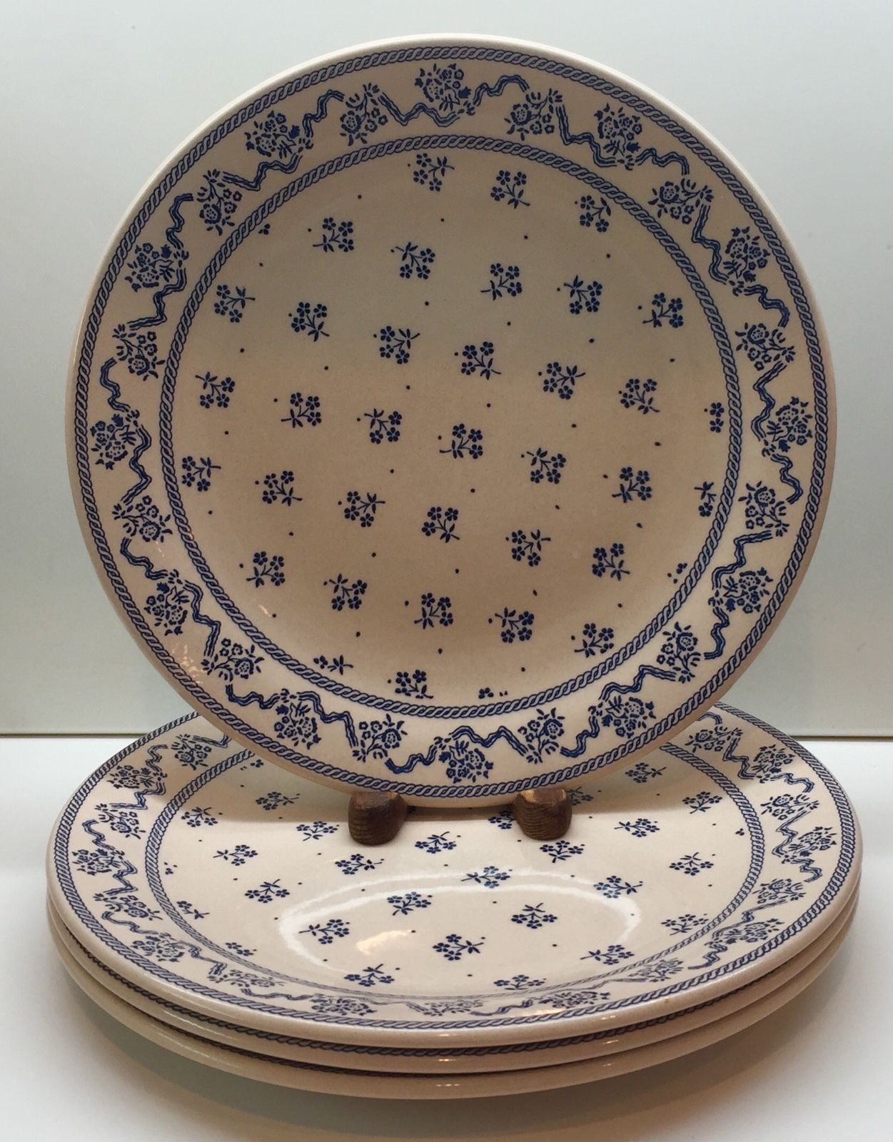 Johnson Brothers Laura Ashley PETITE FLEUR-BLUE 4 Dinner Plates | eBay & Johnson Brothers Laura Ashley PETITE FLEUR-BLUE 4 Dinner Plates ...