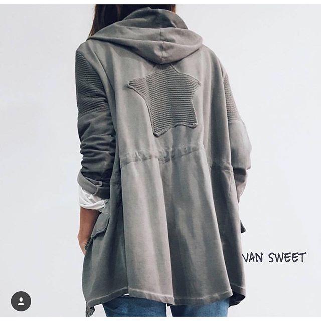 Chaquetas básicas en algodón , siempre con un toque muy @van_sweet4 fáciles de combinar y sin estridencias , @susanapinh ya tiene la suya y es que llevaba su nombre , te sienta genial Susana👌disponible también en rosa #susanapinh #vansweet4 #newcollection #outfitoftheday #style #instagood #instabloggers #bloggerfashion #instagramers #streetstyle #shopping