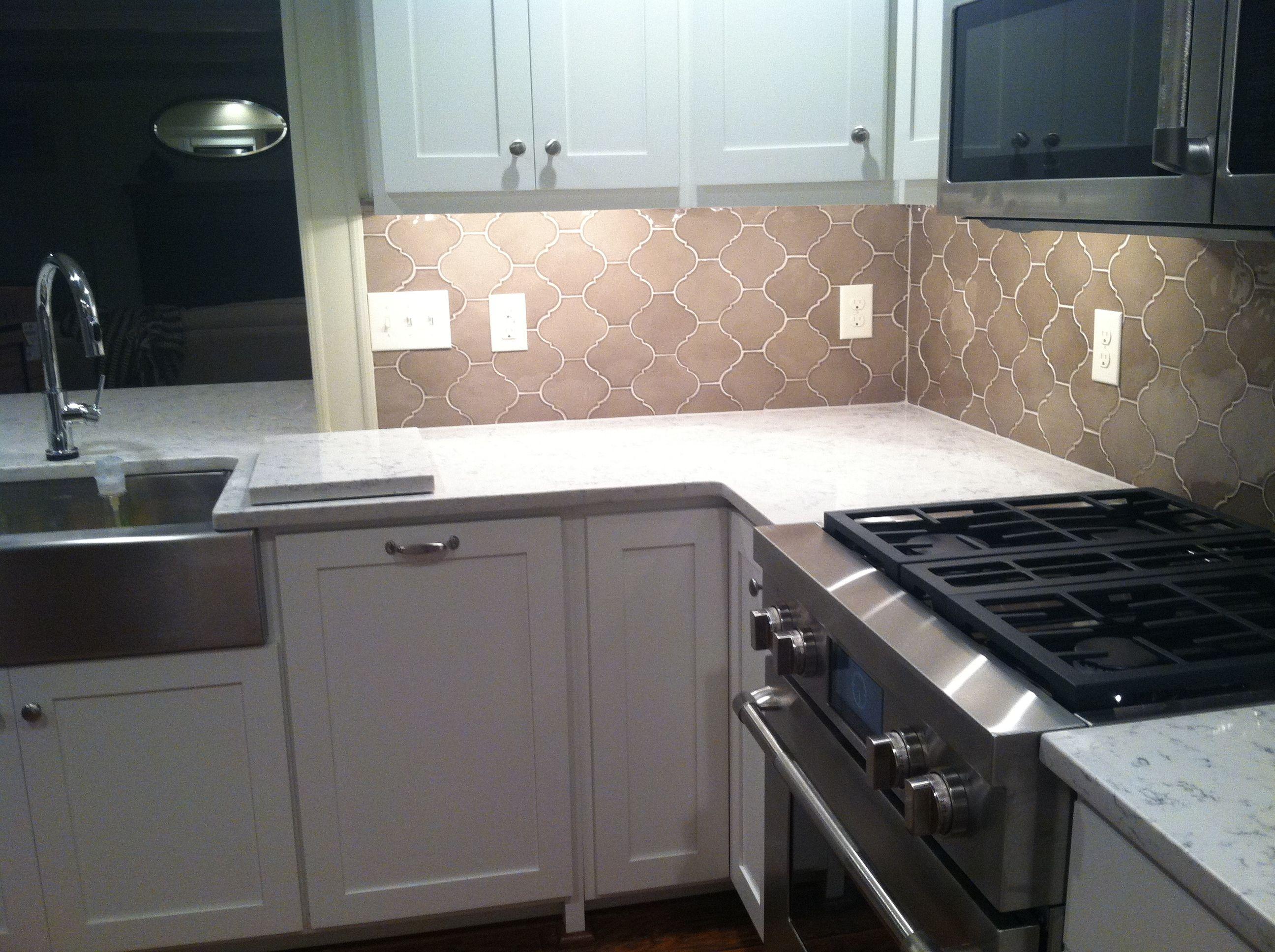 silestone tops arabesque backsplash kitchen grey kitchen rh pinterest com
