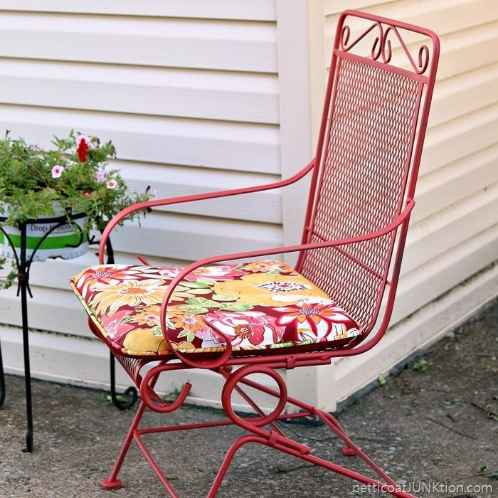 5 floral outdoor cushions had me at hello painted furniture rh pinterest at