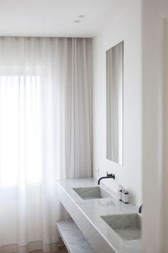 White bathroom curtains  | Roliesand Dubois