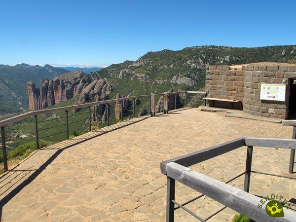 El Mirador De Los Buitres En La Comarca De La Hoya De Huesca Ofrece Al Visitante El Hábitat Elegido Por Un Importante Número De Aves R Miradores Huesca Rutas