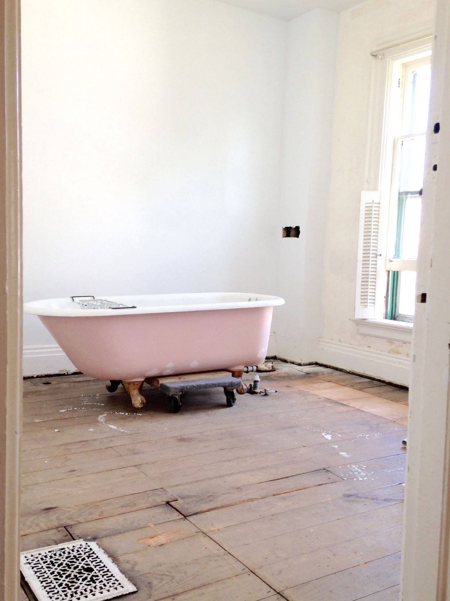 how i moved refinished this clawfoot tub and lived to tell the rh pinterest ca
