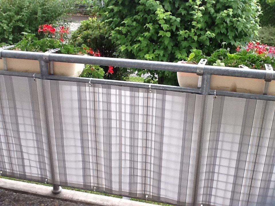 sch nes wetter raus auf den balkon balkonverkleidung. Black Bedroom Furniture Sets. Home Design Ideas