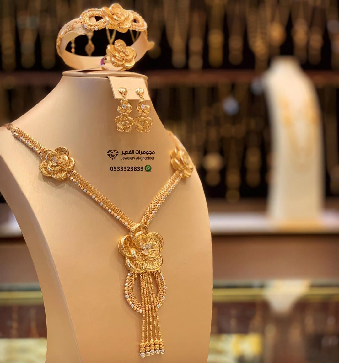 2 150 Likes 57 Comments مجوهرات الغدير وادي الدواسر Gold Alghadeer On Instagram طقم لازوردي ذهب In 2020 Gold Jewelry Fashion Gold Chain Design Gold Jewelry