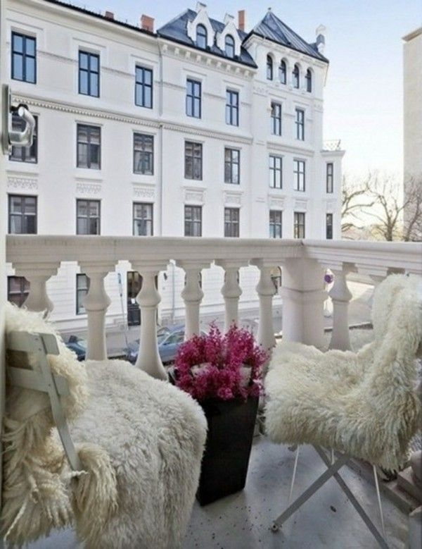 Winter garden terrace set up fur pads Balcony inspiration