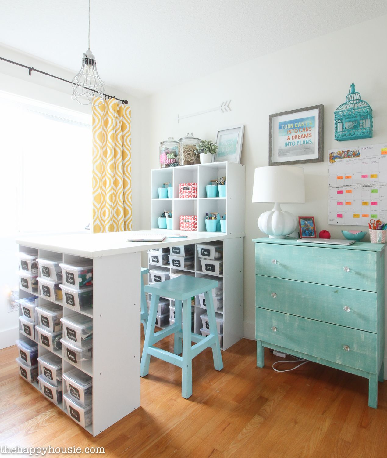 How to Organize a Craft Room Work
