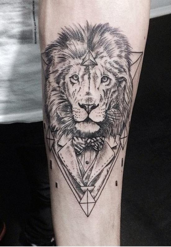 pingl par sebastien frenkel sur tattoos pinterest dessin lion tatouages et lion. Black Bedroom Furniture Sets. Home Design Ideas