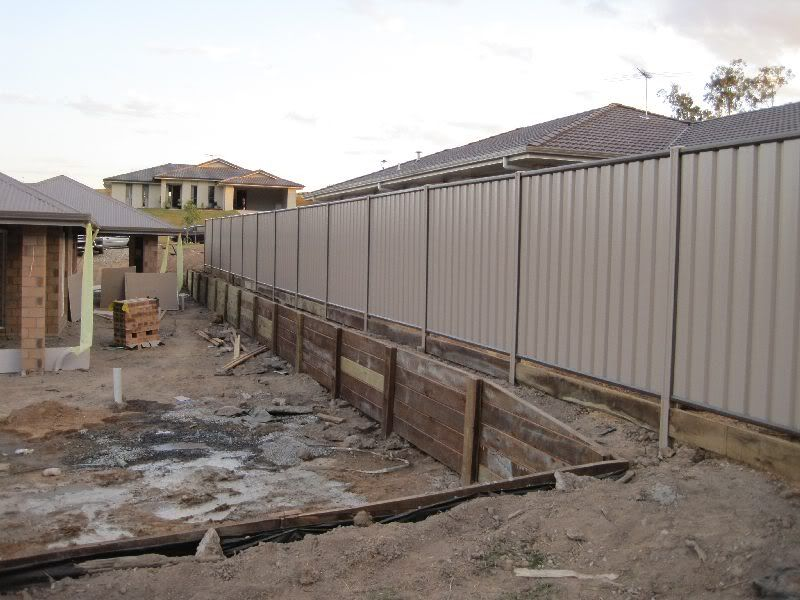 Colourbond fence and retaining wall landscaping for Garden wall fence ideas