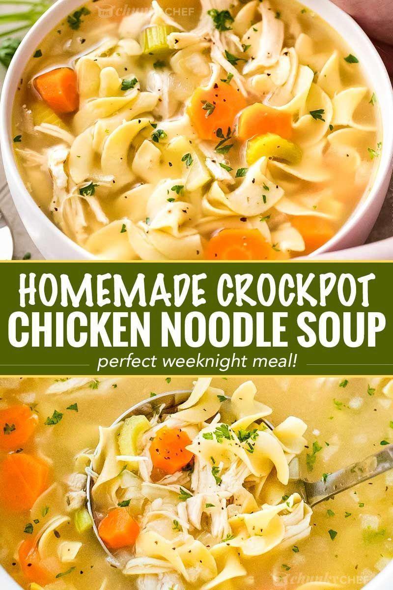 Garanti pour vous réchauffer de l'intérieur, cette soupe de nouilles de poulet maison est faite dans la mijoteuse pour un repas cuisiné à la maison ultra-facile qui va nourrir votre âme! #chickennoodlesoup #crockpotrecipe #slowcookermeal #chickennoodle #souprecipe #chickensoup #homecooking #platsdepoulet #recettesvégétariennes
