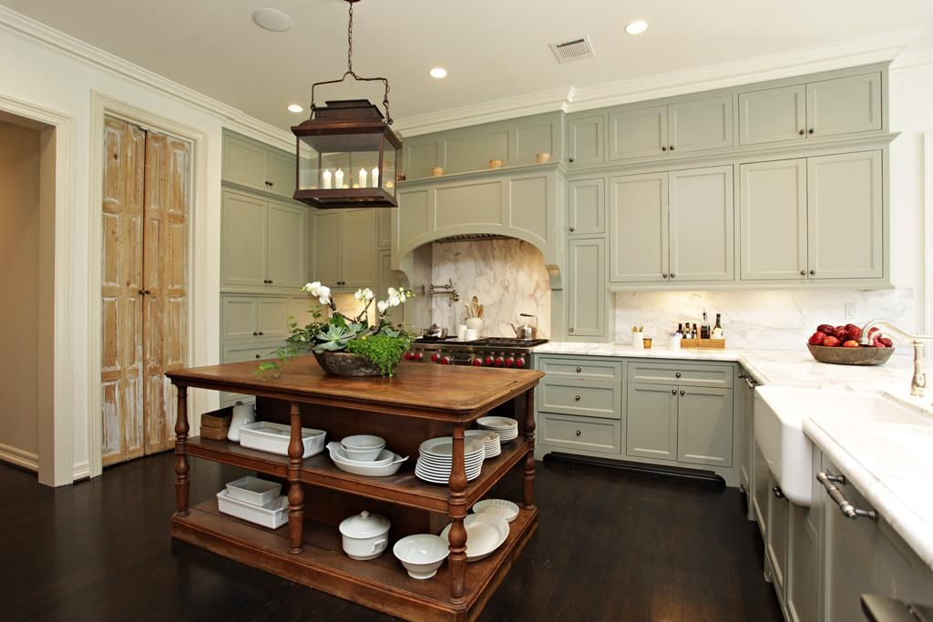 Beautiful kitchen Love the cabinet color and
