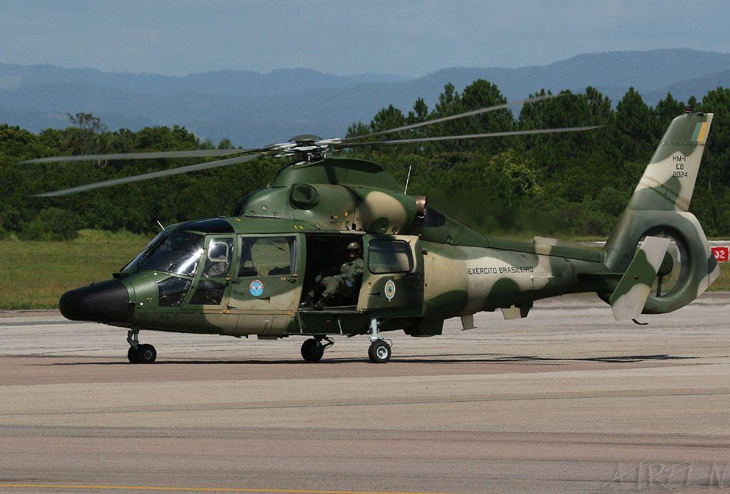 Helicoptero De Combate Barcos Y Aviones