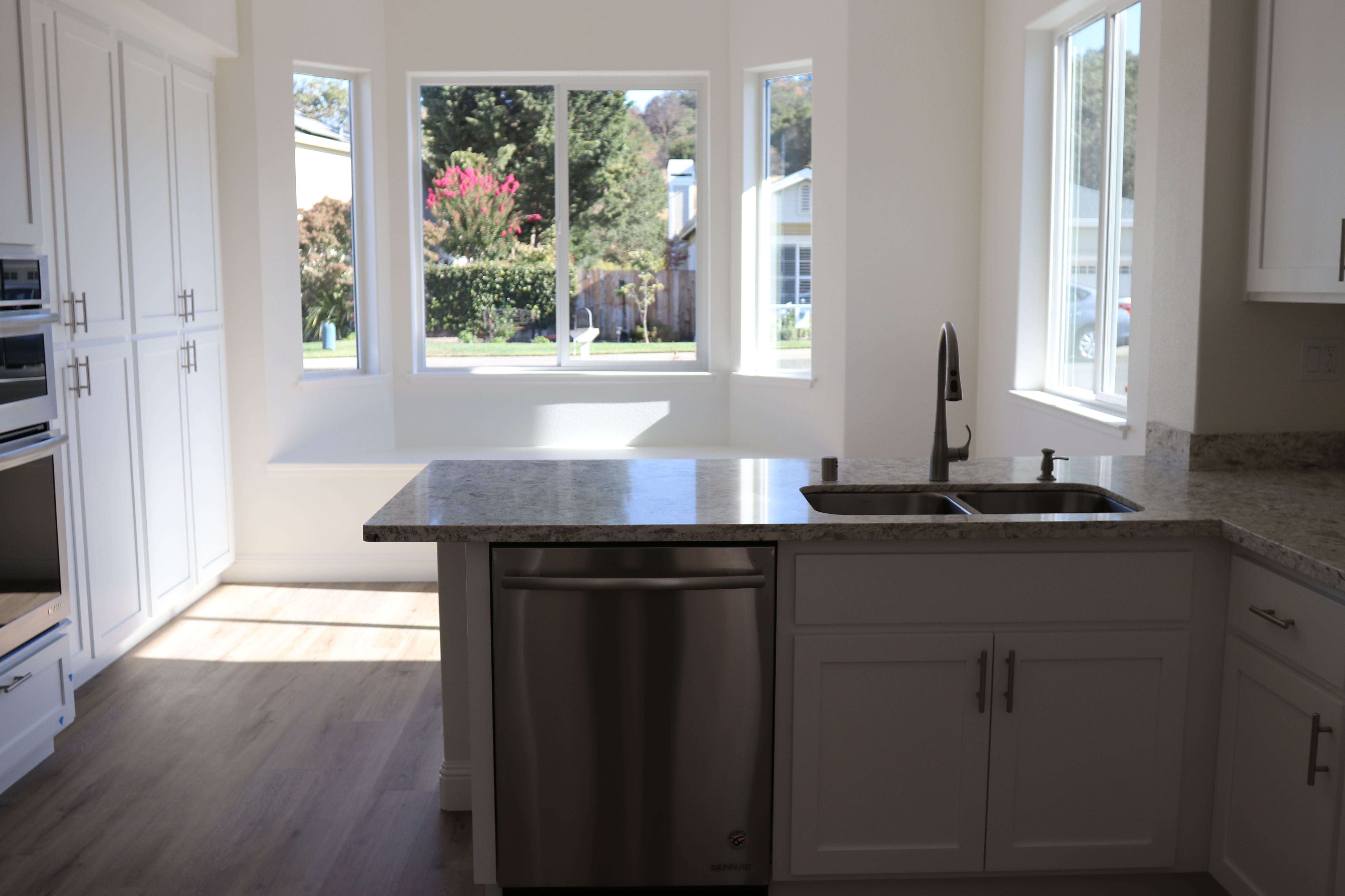 Light and bright eat in kitchen with window seat, white