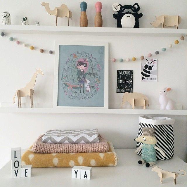 ideas para decorar las estanteras de los dormitorios infantiles