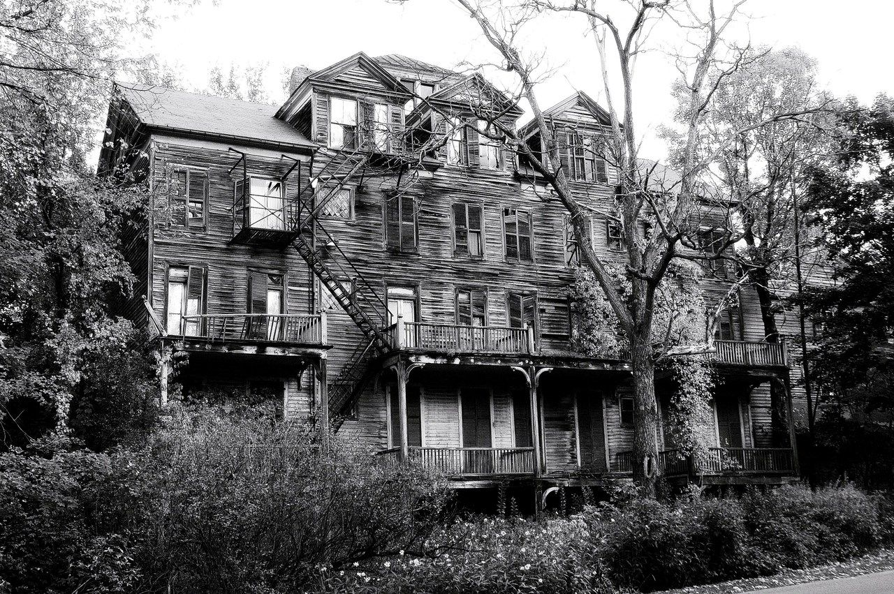 The Walloomsac Inn of Bennington, Vermont, once a grand hotel, now sits completely derelict (although strangely not deserted and it's also said to be haunted) and across the street from the grave of Robert Frost.