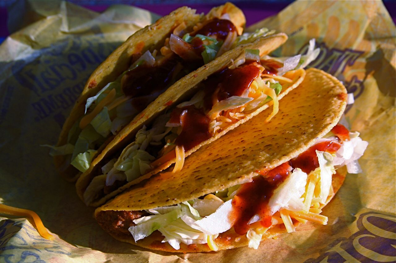 Image from https://upload.wikimedia.org/wikipedia/commons/4/4d/Flickr_stevendepolo_3427412201--Taco_Bell_tacos.jpg.