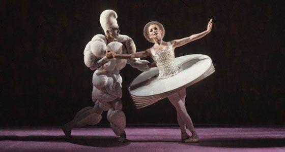 oskar schlemmer triadic ballet das triadische ballett. Black Bedroom Furniture Sets. Home Design Ideas