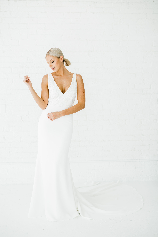 Maven Alyssa Kristin Chicago Wedding Dress Designer Agnes Rasek Photography Modern Wedding Dresses Minimalist Fitted Wedding Dress Crepe Wedding Dress