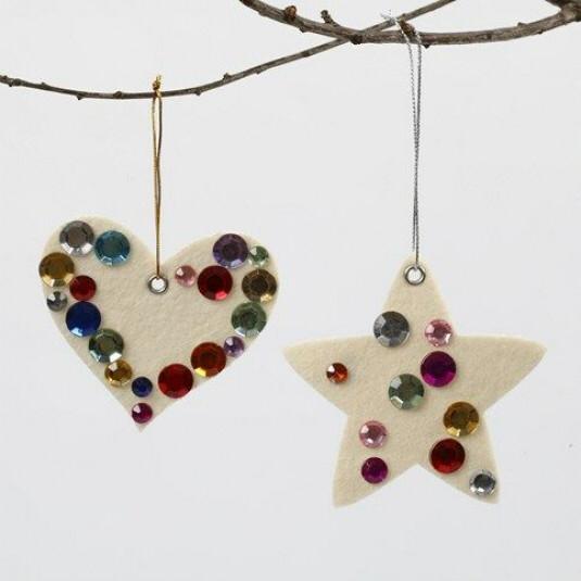 Julehjerte og julestjerne af filt pyntet med rhinsten |DIY vejledning