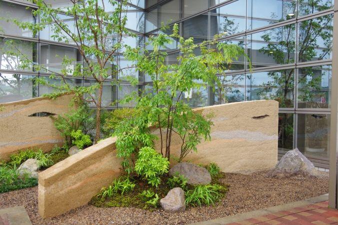 土塀前の植栽