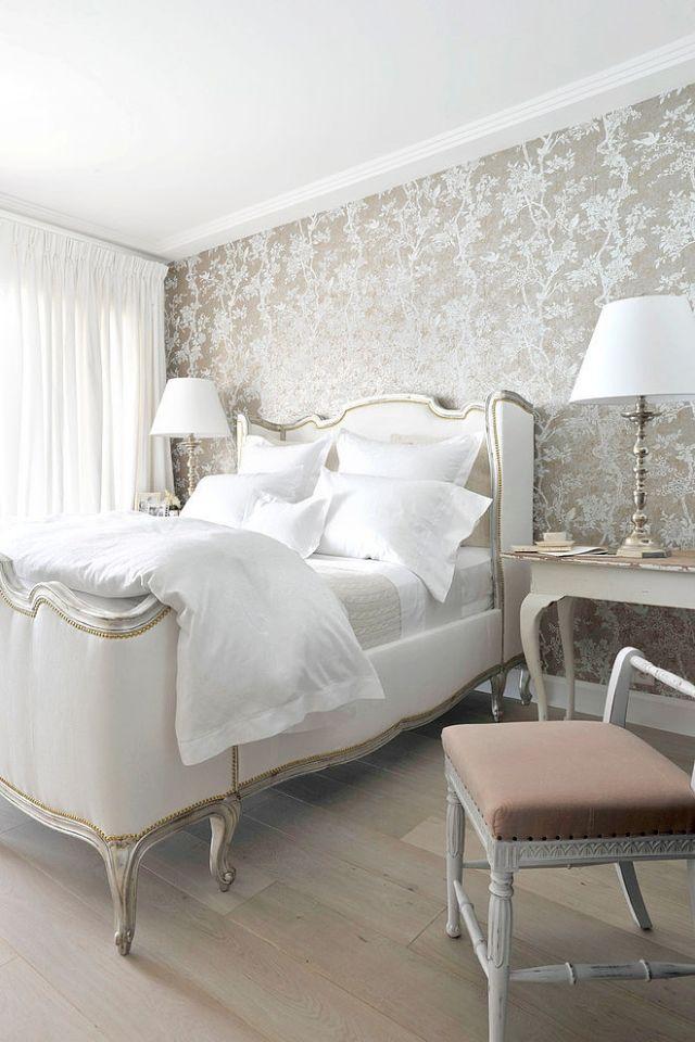 Entzuckend Schlafzimmer Gold Weiß Florale Tapete Heller Holzboden
