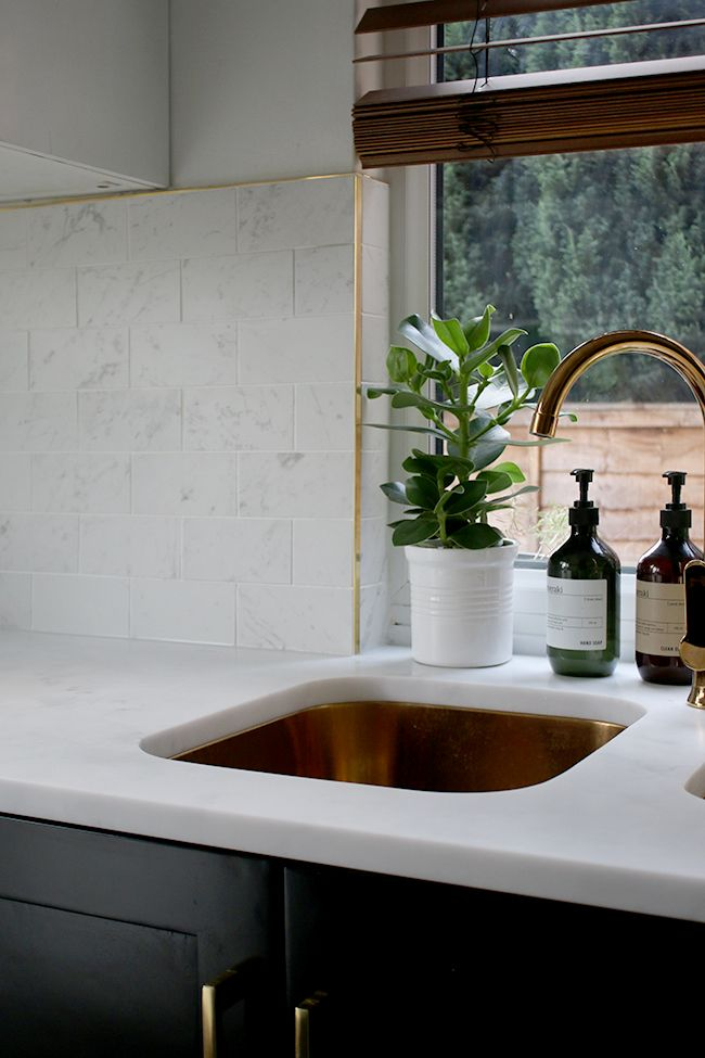 Marble Effect Kitchen Tiles and Brass Trim