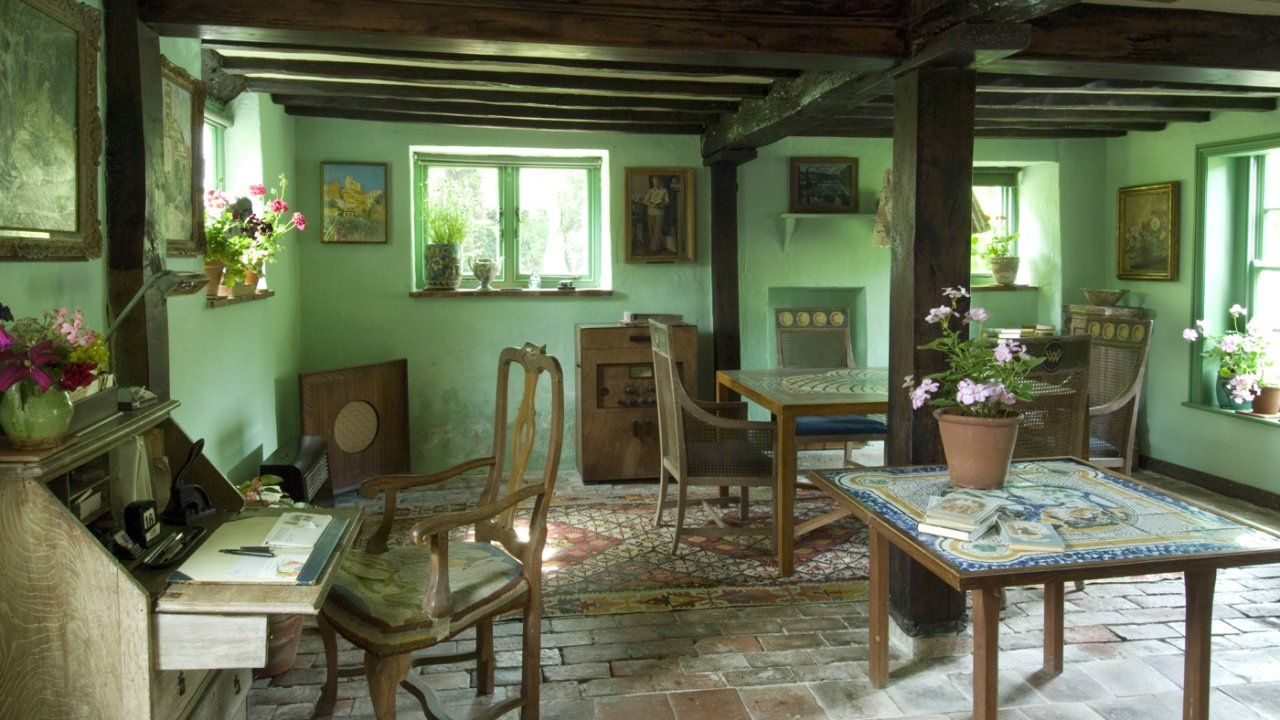 The pale green sitting room at Monku0027s