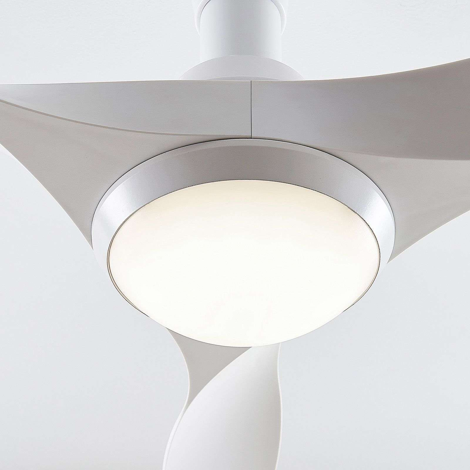 Moderner Deckenventilatoren Mit Beleuchtung Von Arcchio Weiss In 2020 Deckenventilator Ventilator Und Led