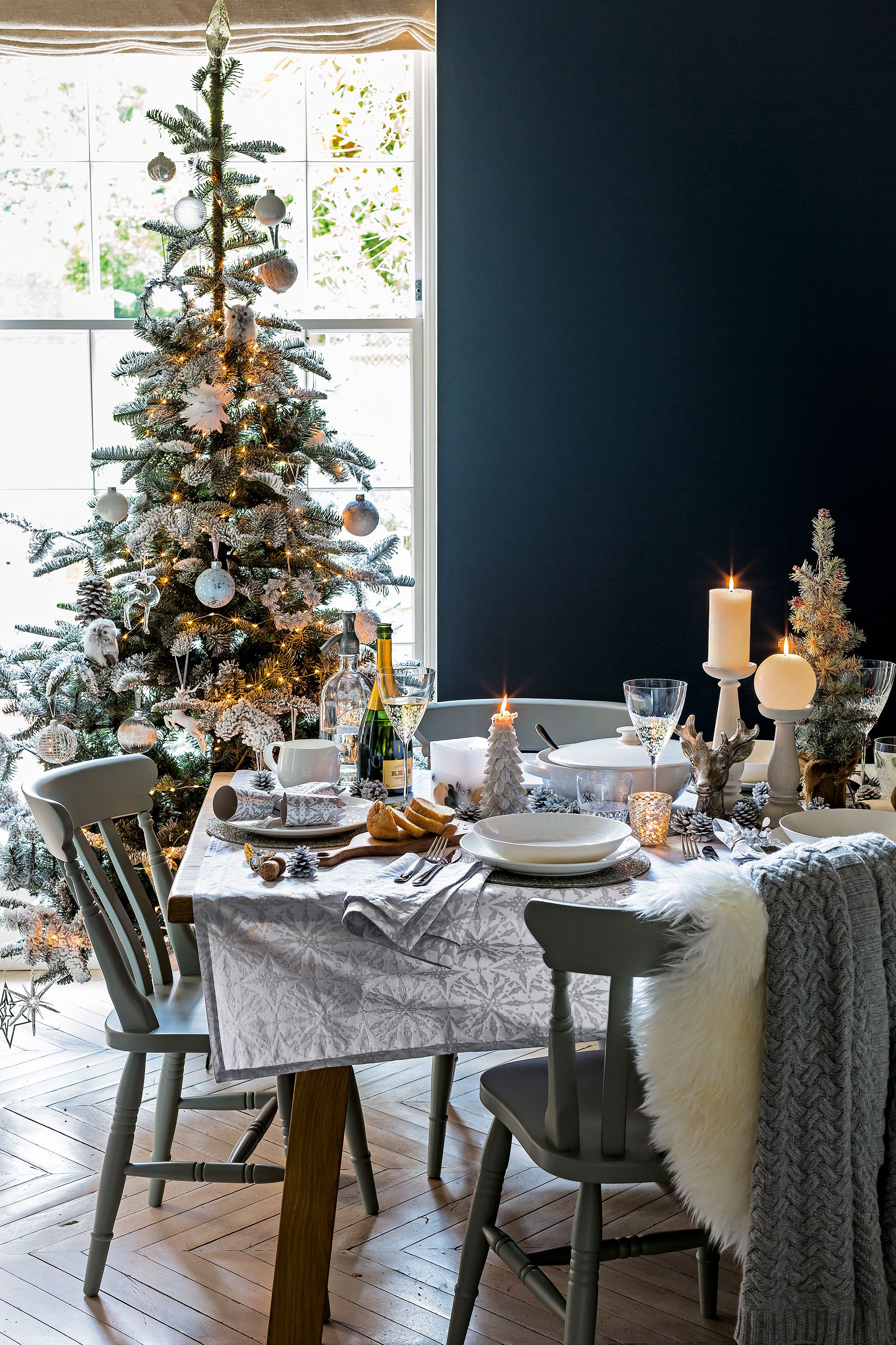 Get Your Christmas Day Decor Inspiration From John Lewis And Brighten Up Your Ho Elegant Christmas Trees Elegant Christmas Tree Decorations Christmas Interiors
