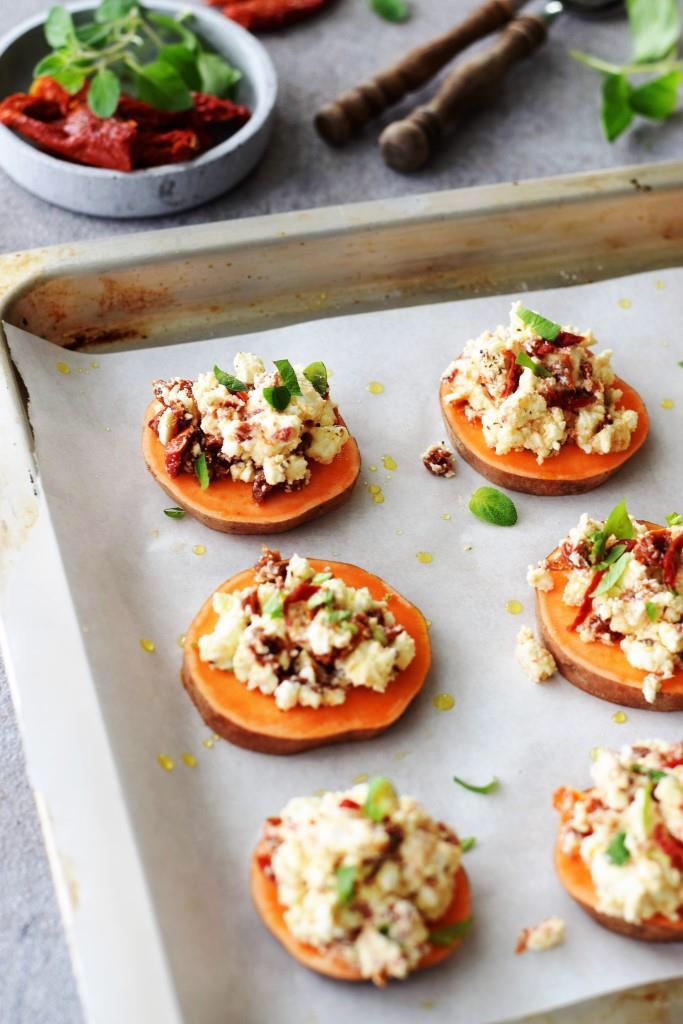 Süßkartoffel trifft Feta zum heißen Date im Ofen! Einfaches Rezept für einen schnellen Snack zu Wein und Bier