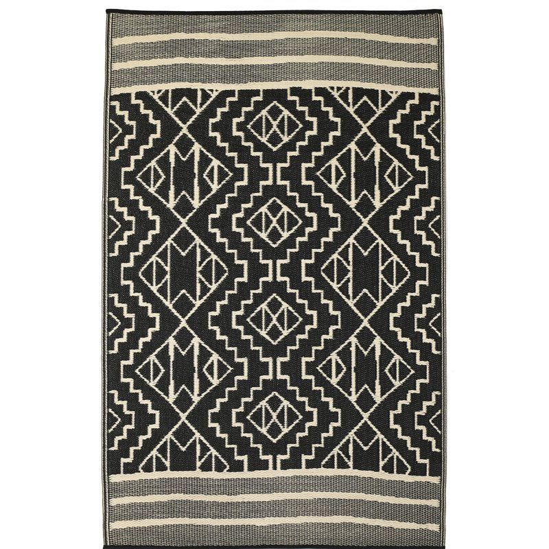 Crafted From Recycled Plastic And Showcasing A Reversible Design This Handsome Area Rug Instantly Elevates Fab Habitat Geometric Flatweave Black And Grey Rugs