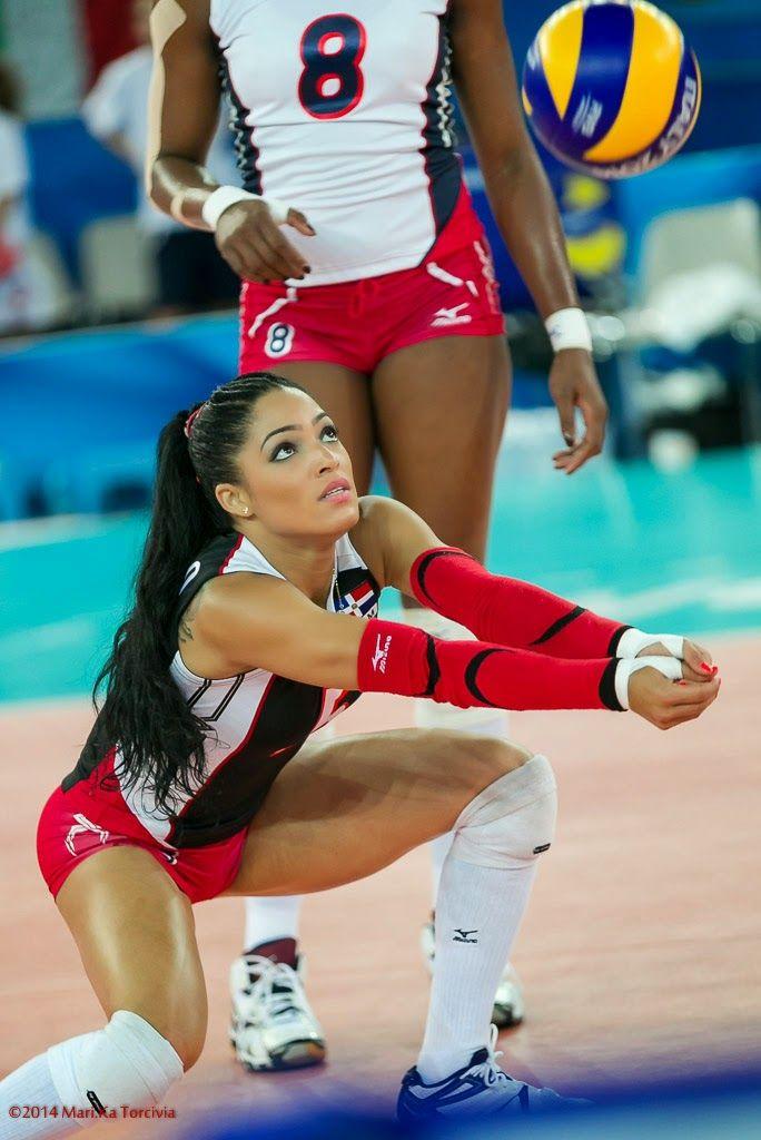 фото доминиканских волейболейщиц это время она