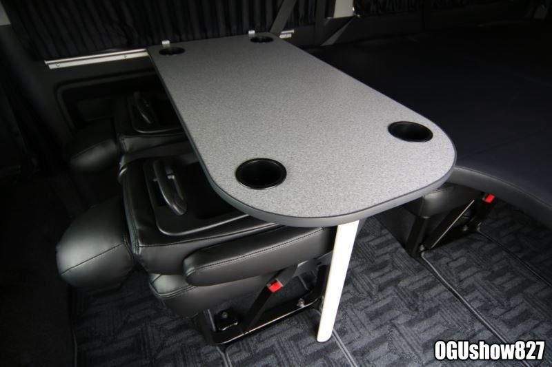 ハイエース ワゴンglにベッドキットとレール式テーブル ハイエース