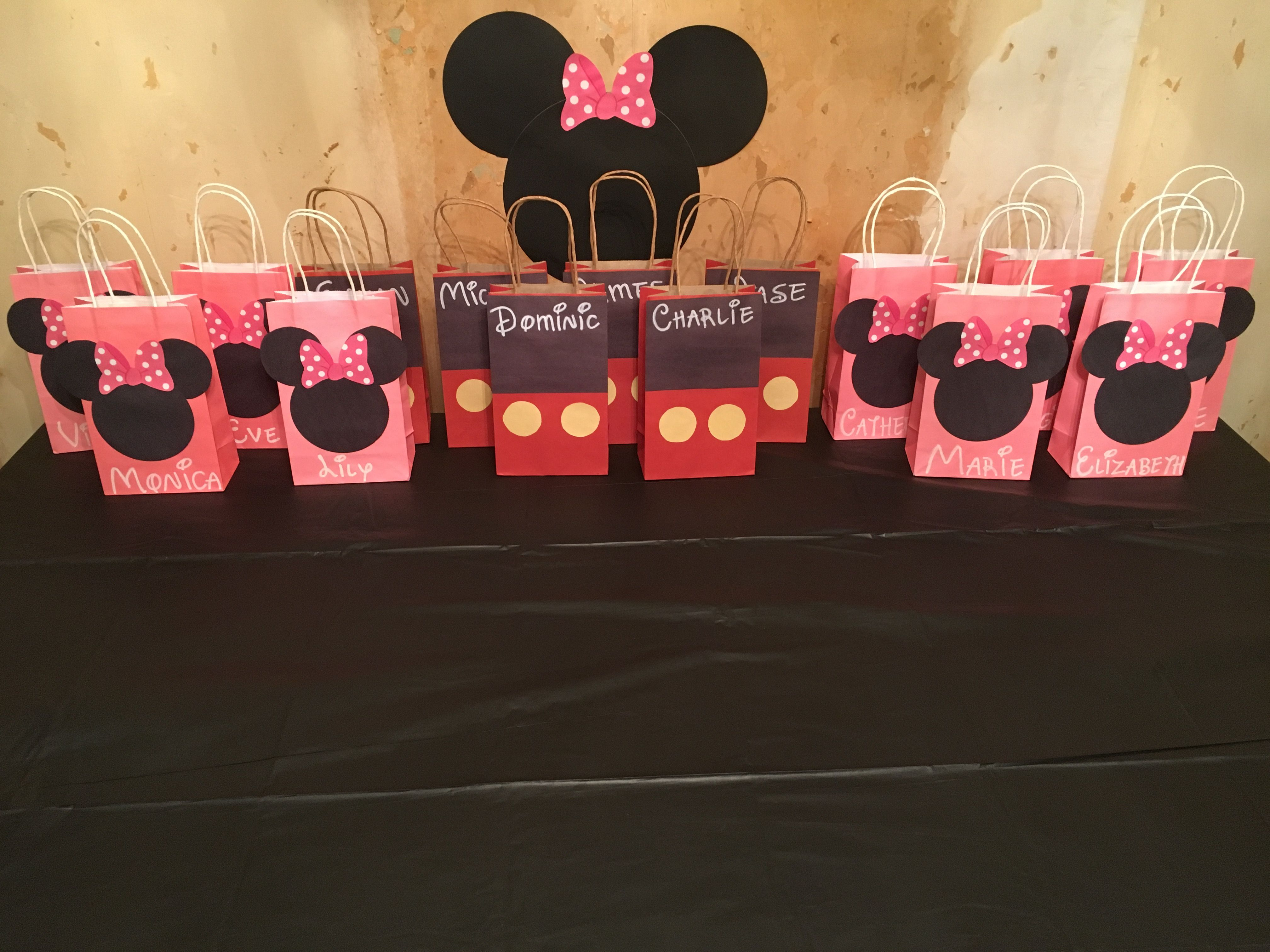 Diy Minnie And Mickey Mouse Party Favor Bags Used Dollar Tree Bags And Dolla Minnie Mouse 1st Birthday Minnie Mouse Birthday Party Minnie Mouse First Birthday