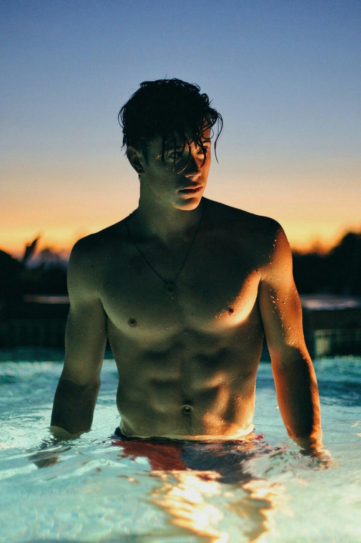 Handsome Guy Profiles Di 2020 Dewa Yunani Model Pria Dan Fotografi